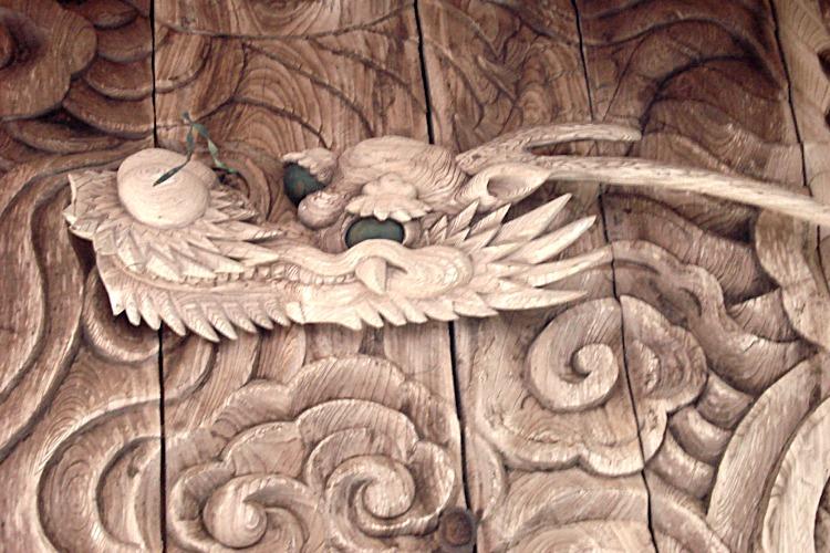 龍の彫り物